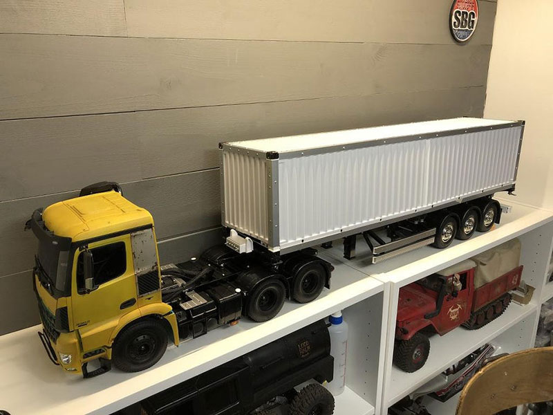 pc semi truck build reddit 1 This Remote Controlled Semi is Actually a PC (13 Photos)